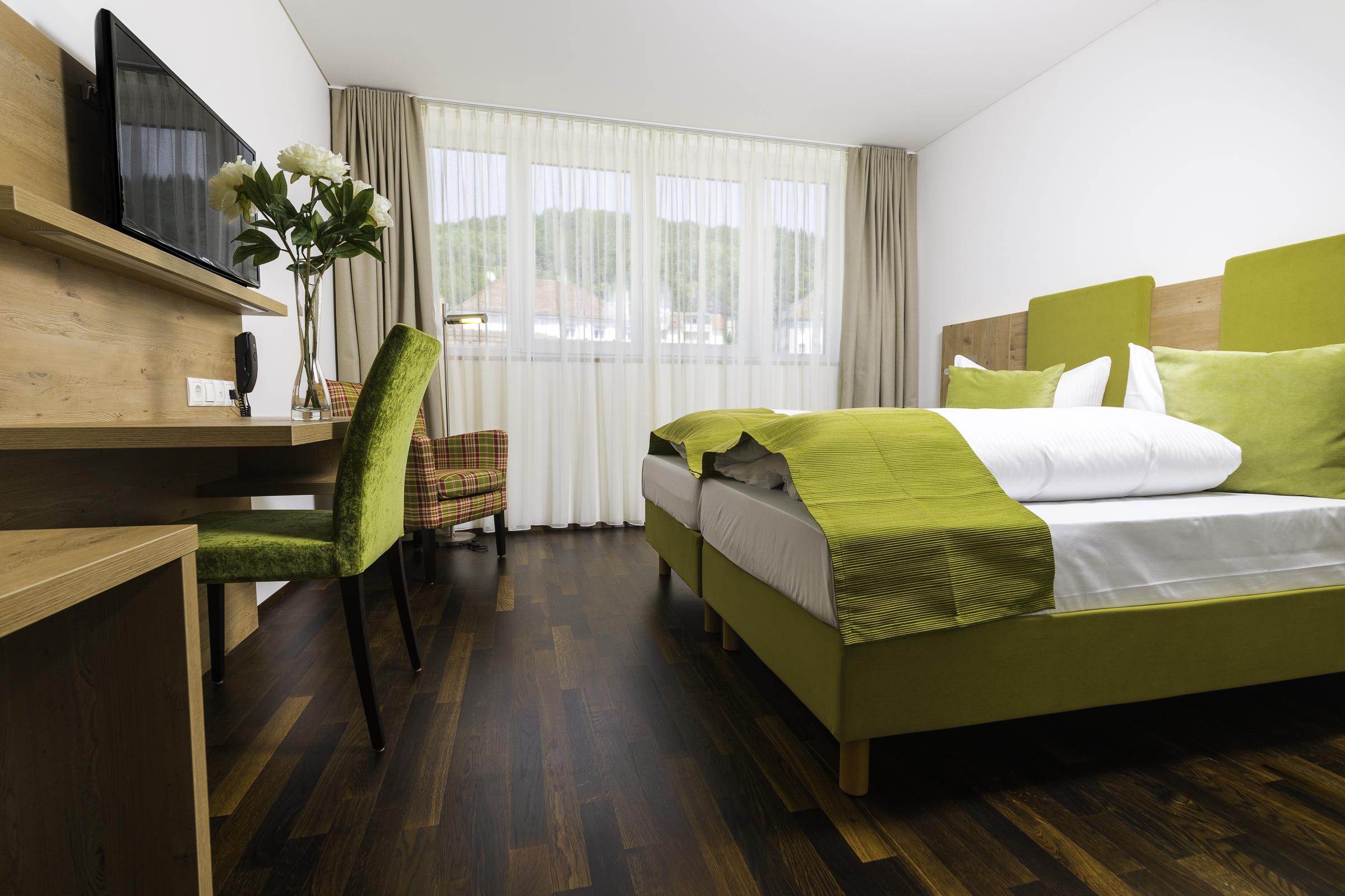 twin bed room - Medium Hardwood Hotel 2015